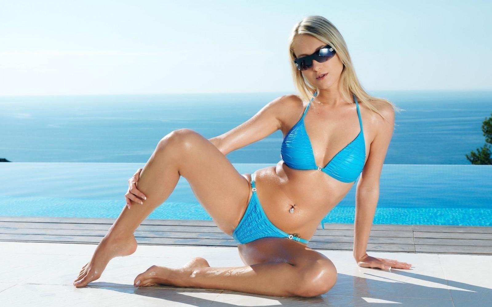 Free bikini desktop wallpapers — 15