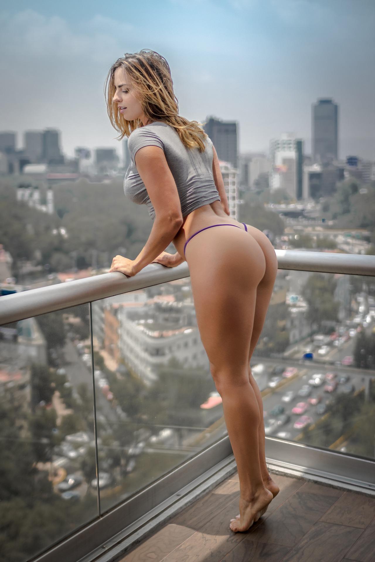 Frau nackt heiß