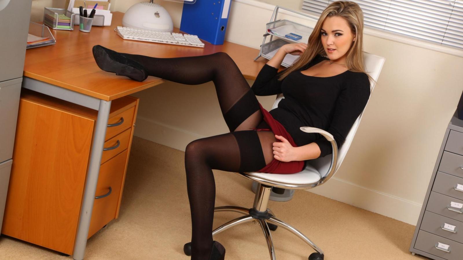 красивые телки в офисе сексом другом подружкой