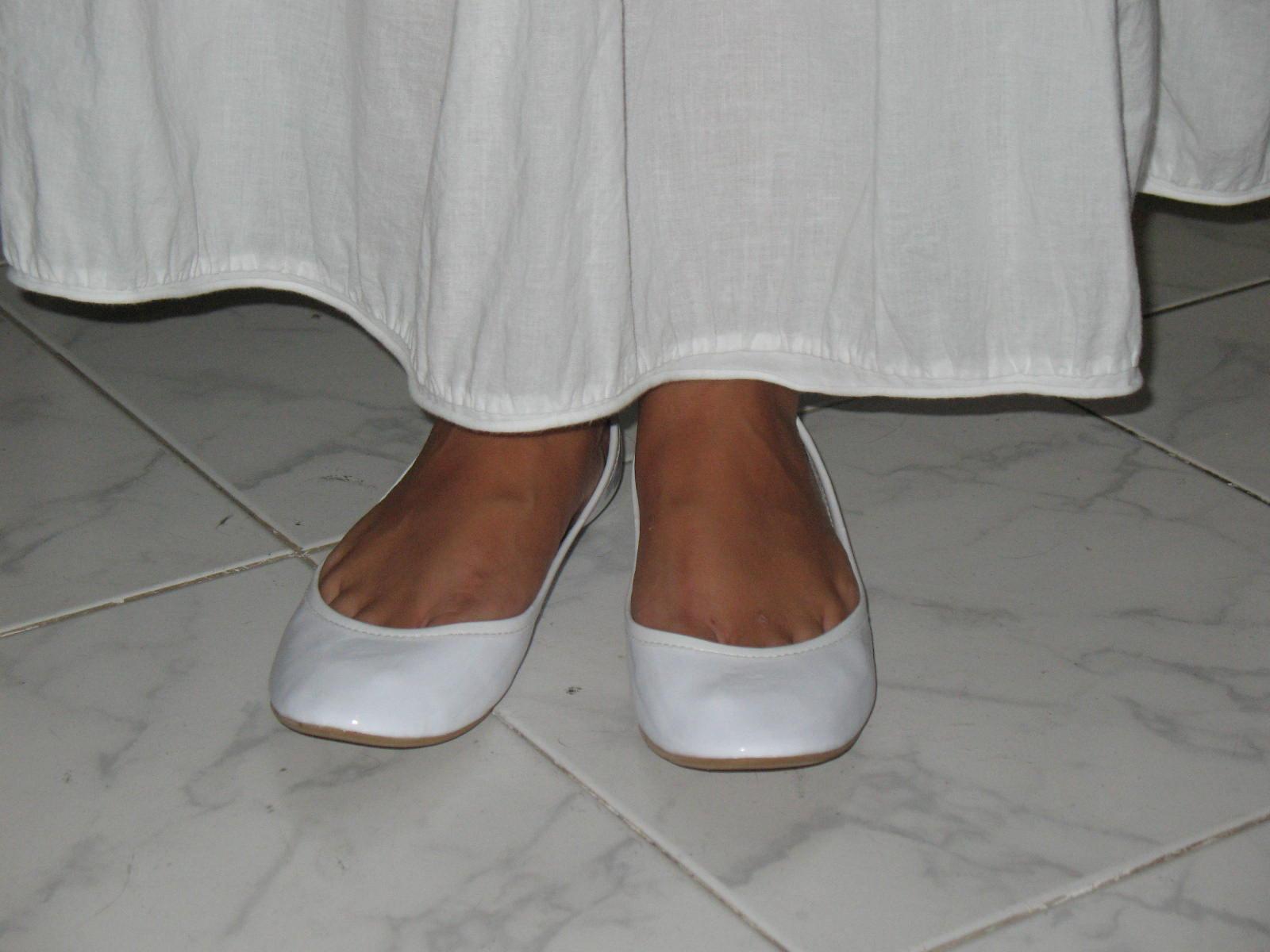 Hintergrundbilder Weiß Spaltung Füße Leder Hausschuhe Ballett