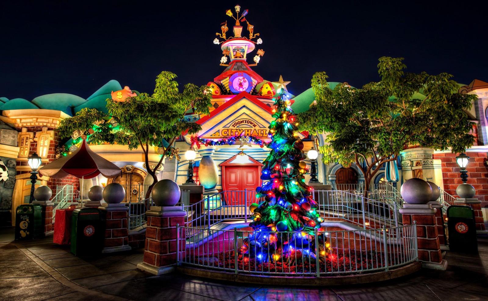 Wallpaper Christmas Tree Garland Building Entrance Celebration Cartoon 2560x1580 Goodfon 1048109 Hd Wallpapers Wallhere