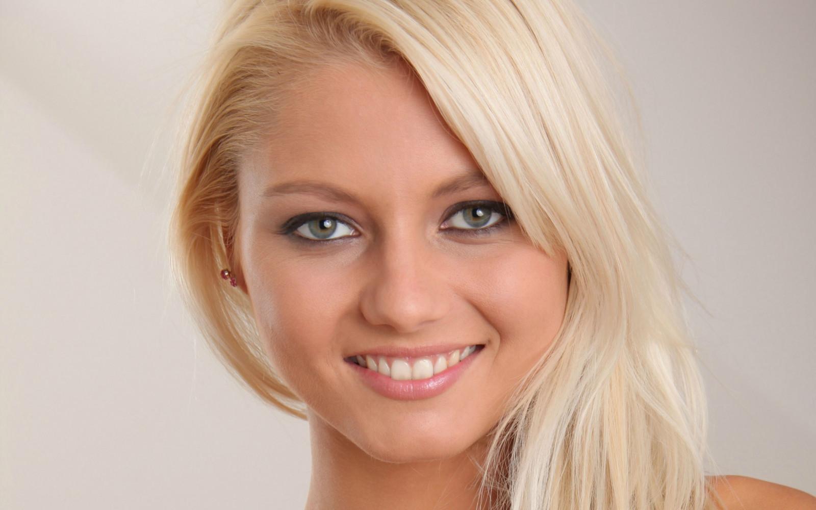 красивая зрелая блондинка видим