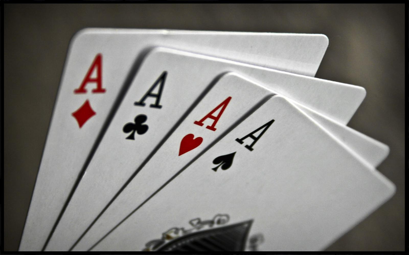 배경 화면 : 본문, 상표, 포커, 도박, 경기, 번호, 휴양, 계략, 에이스, 자동차 외장, 세례반