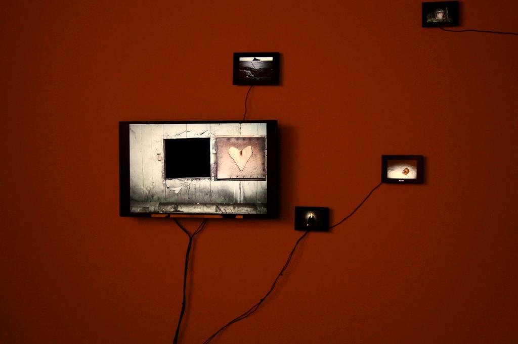 Hintergrundbilder : Herz, Mauer, Lampe, Technologie, Fernseher ...