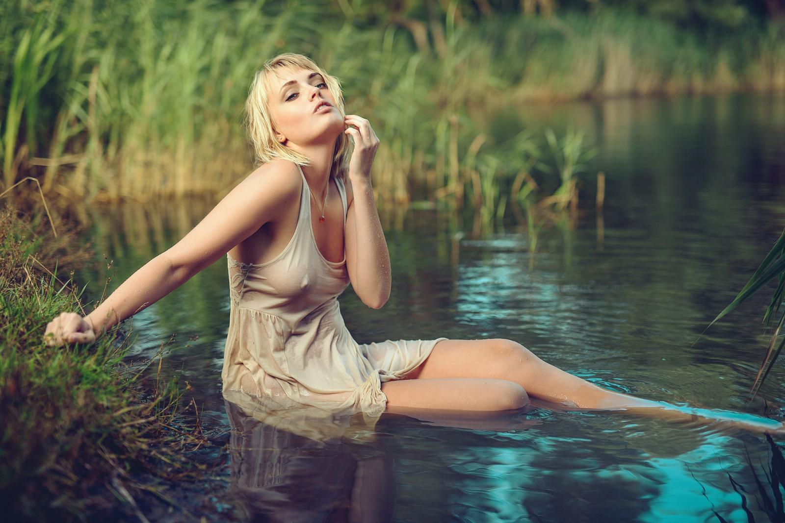 Красивые фото девушек в мокром белье