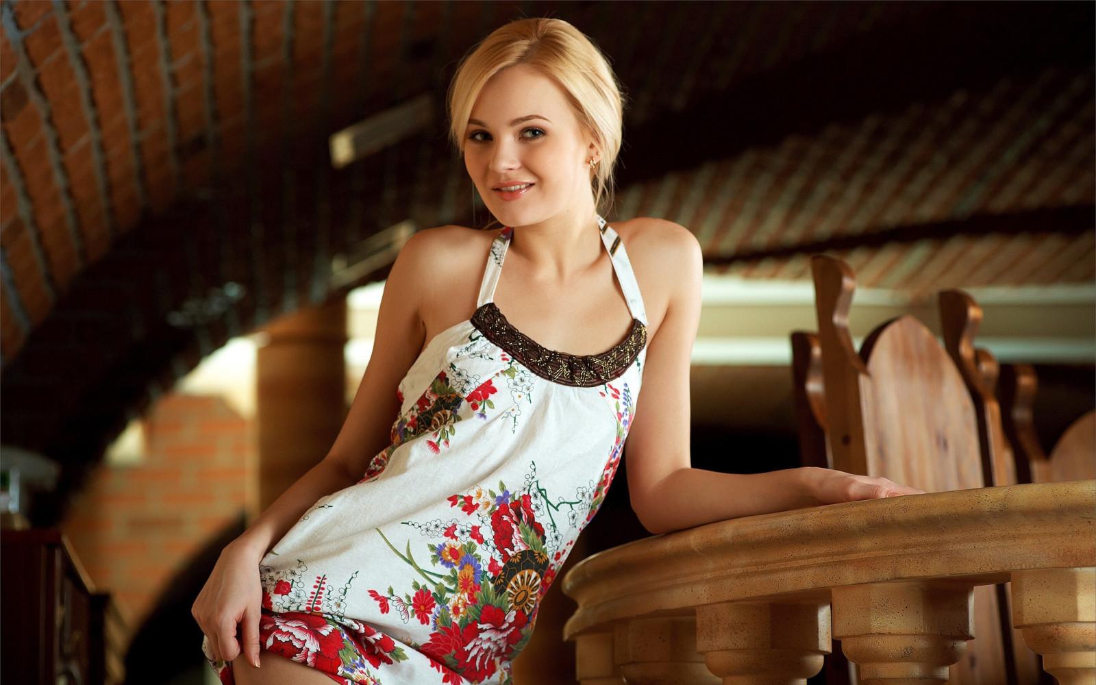 Российские красавицы без одежд, порно пенсионерки сосут