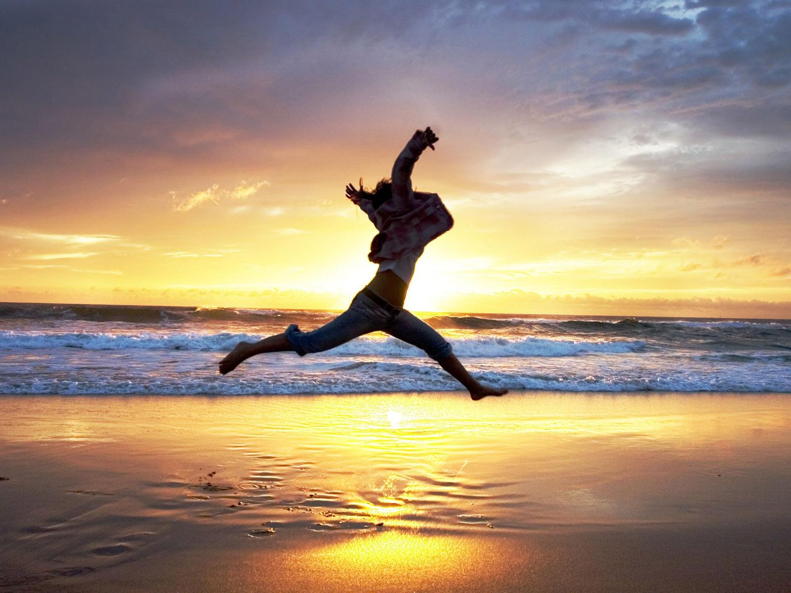 Wallpaper : beach, people, jump, sunset, sea 1600x1200 ...