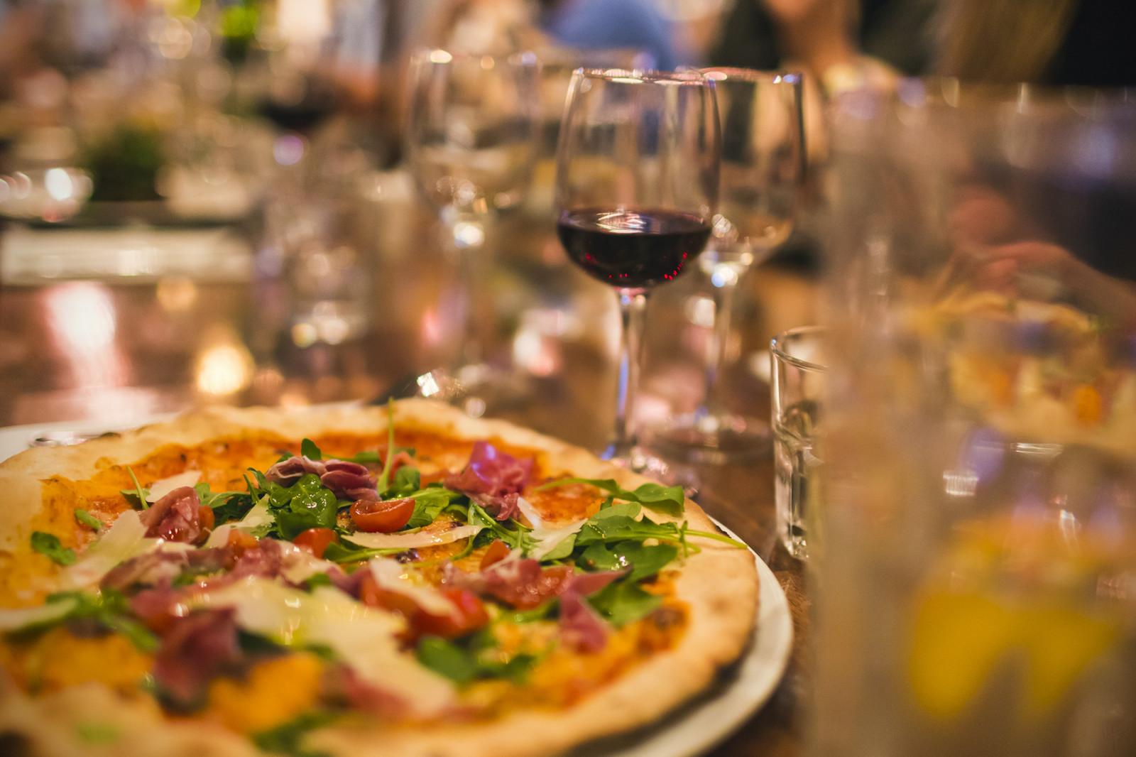 Hintergrundbilder : Lebensmittel, Käse, Wein, Getränk, Glas, Salat ...