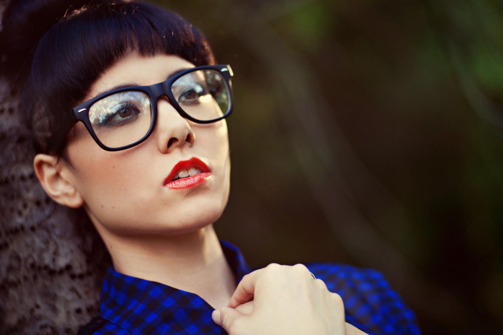 Red Lipstick Brown Hair Blue Eyes: Wallpaper : Face, Women Outdoors, Model, Looking Away