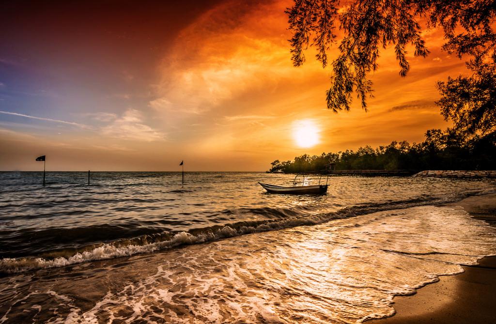 Wallpaper Sinar Matahari Pemandangan Perahu Matahari Terbenam Laut Alam Pantai Refleksi Langit Awan Awan Matahari Terbit Tenang Malam Pagi Ombak Matahari Horison Malaysia Senja Cahaya Awan Pohon Keemasan Fajar Lautan