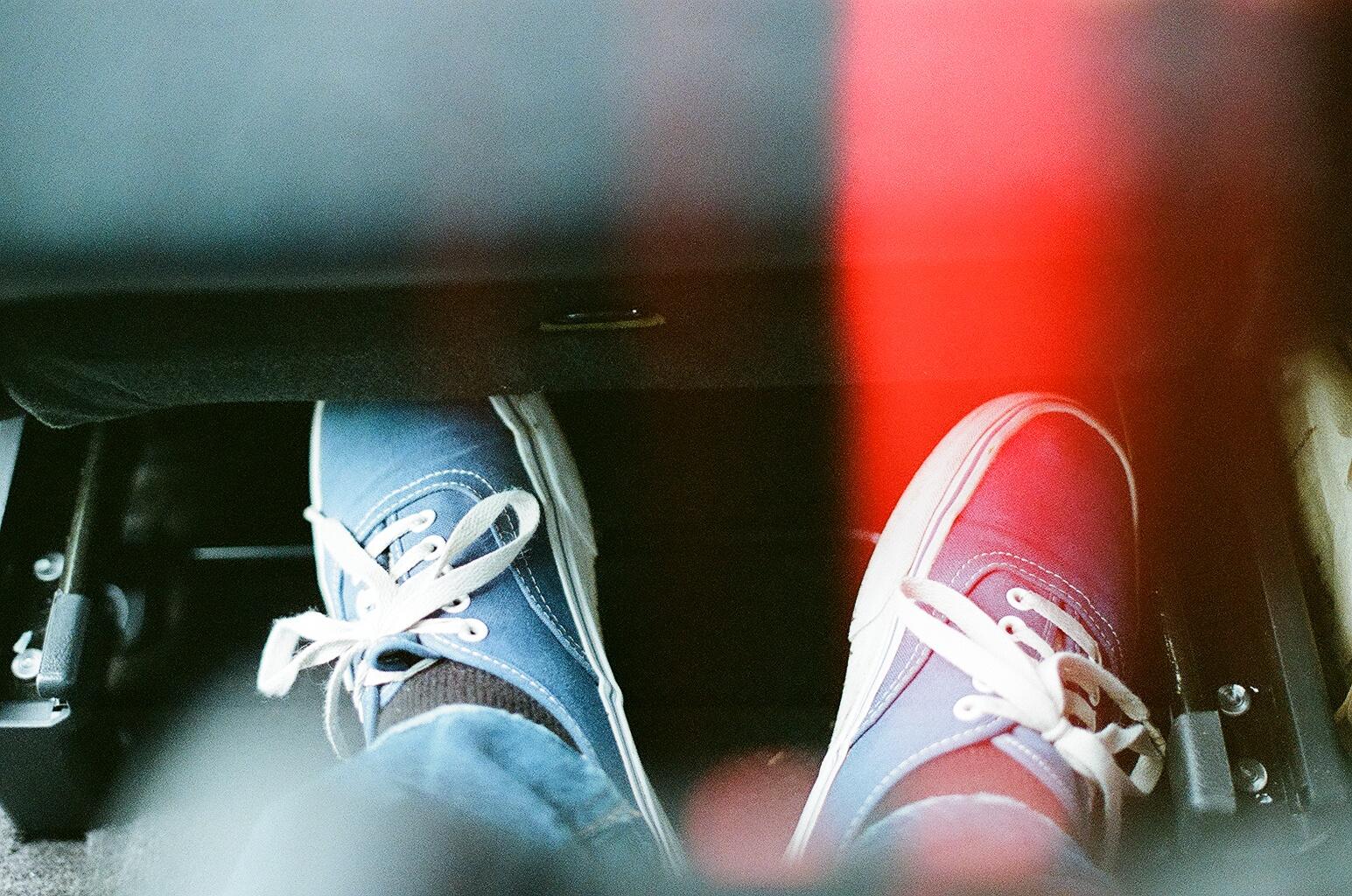 il corpo fa scarpe furgoni