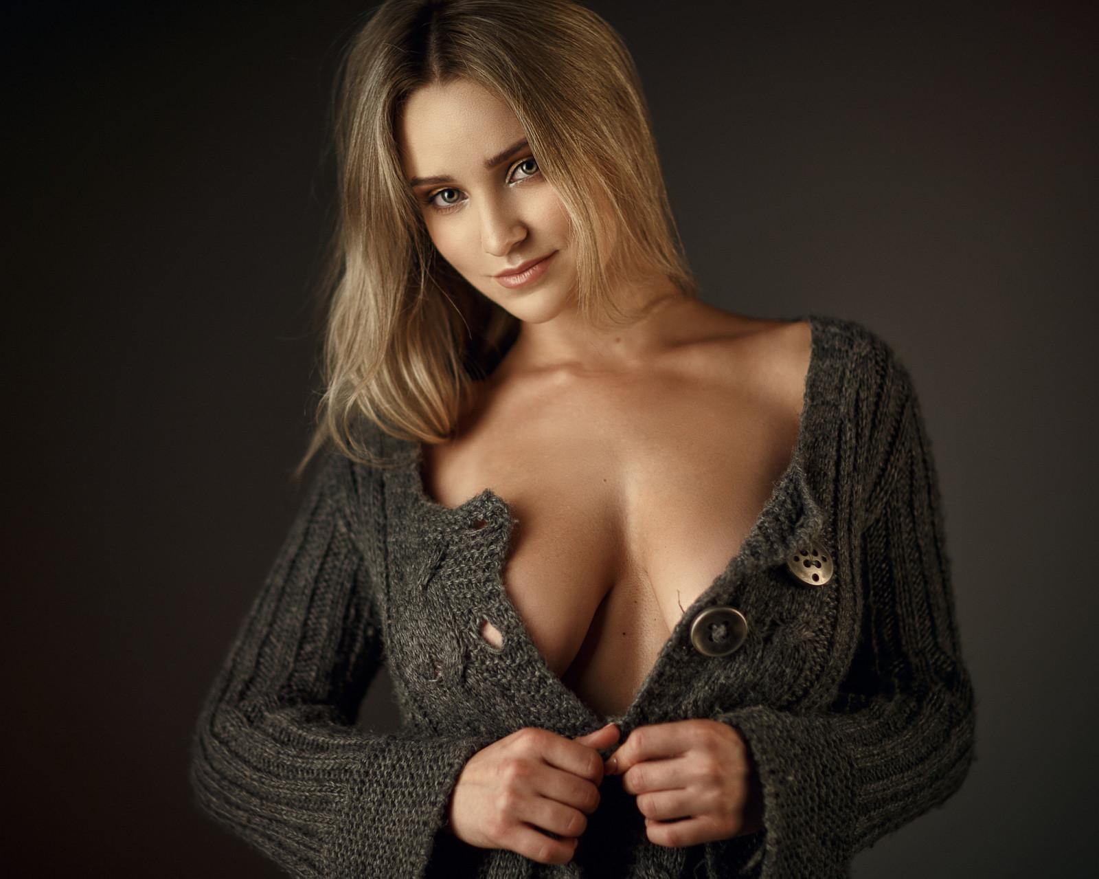 Wallpaper : model, blonde, long hair, looking at viewer