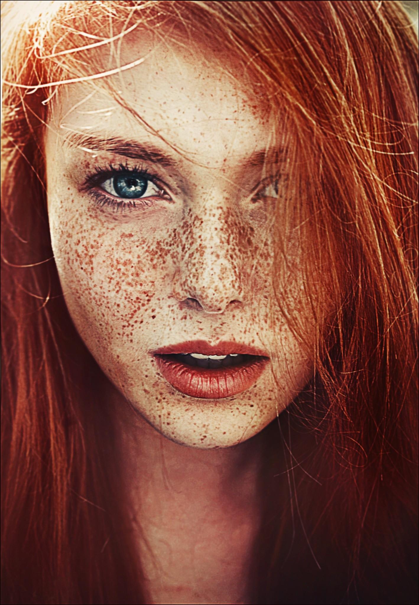 Rote braune haare augen blaue augen