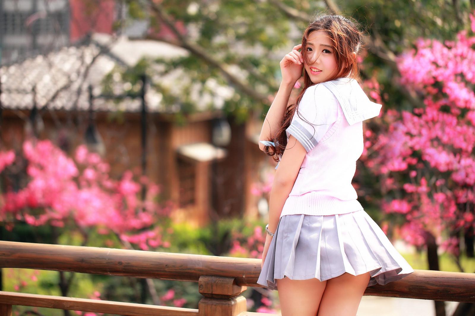 Girls in miniskirt photos #10