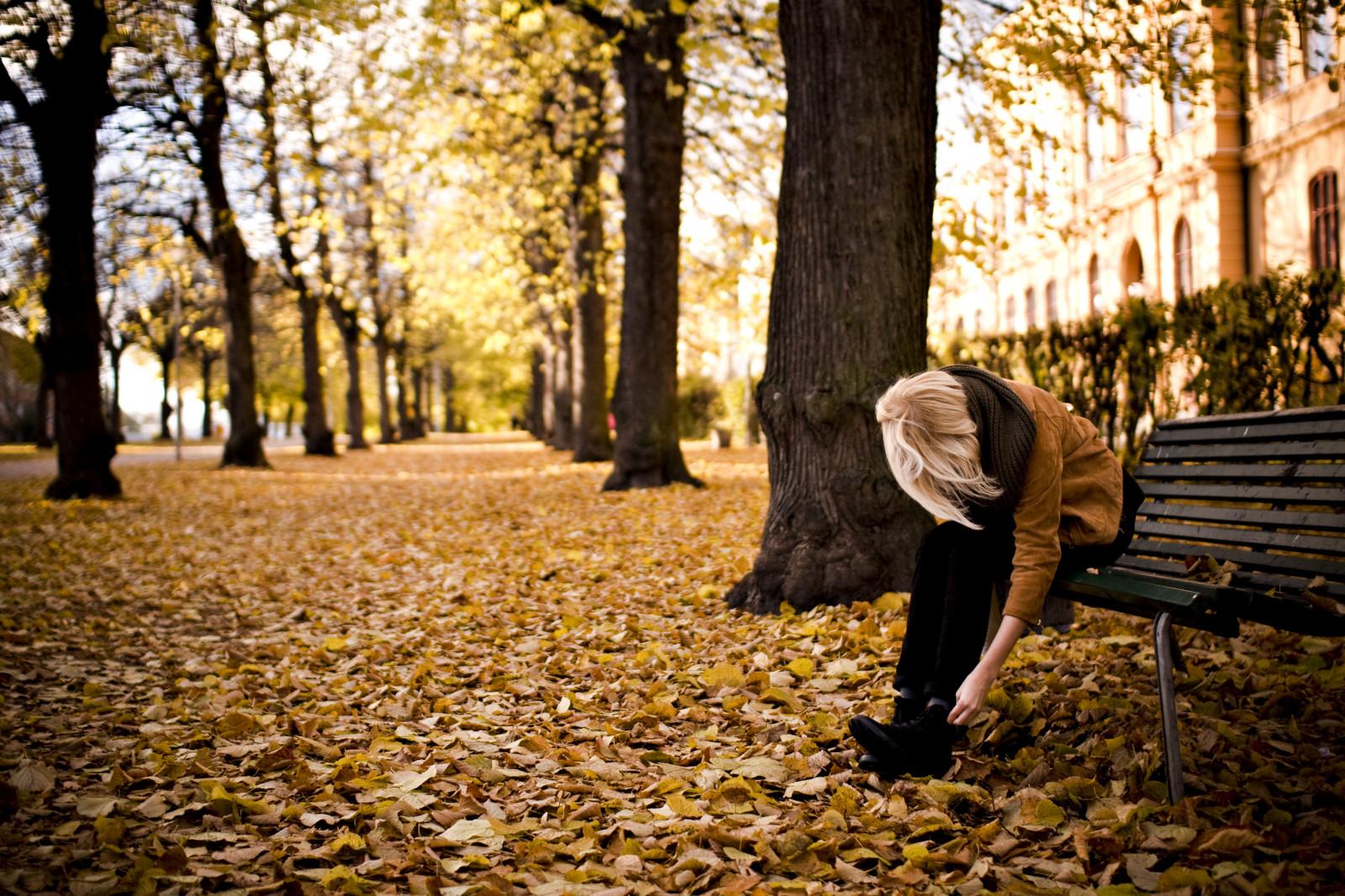 Картинки осень и девушка со спины блондинка, анимации