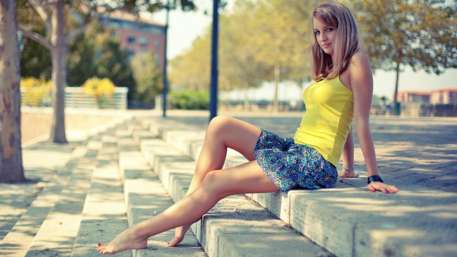 Girls in miniskirt photos
