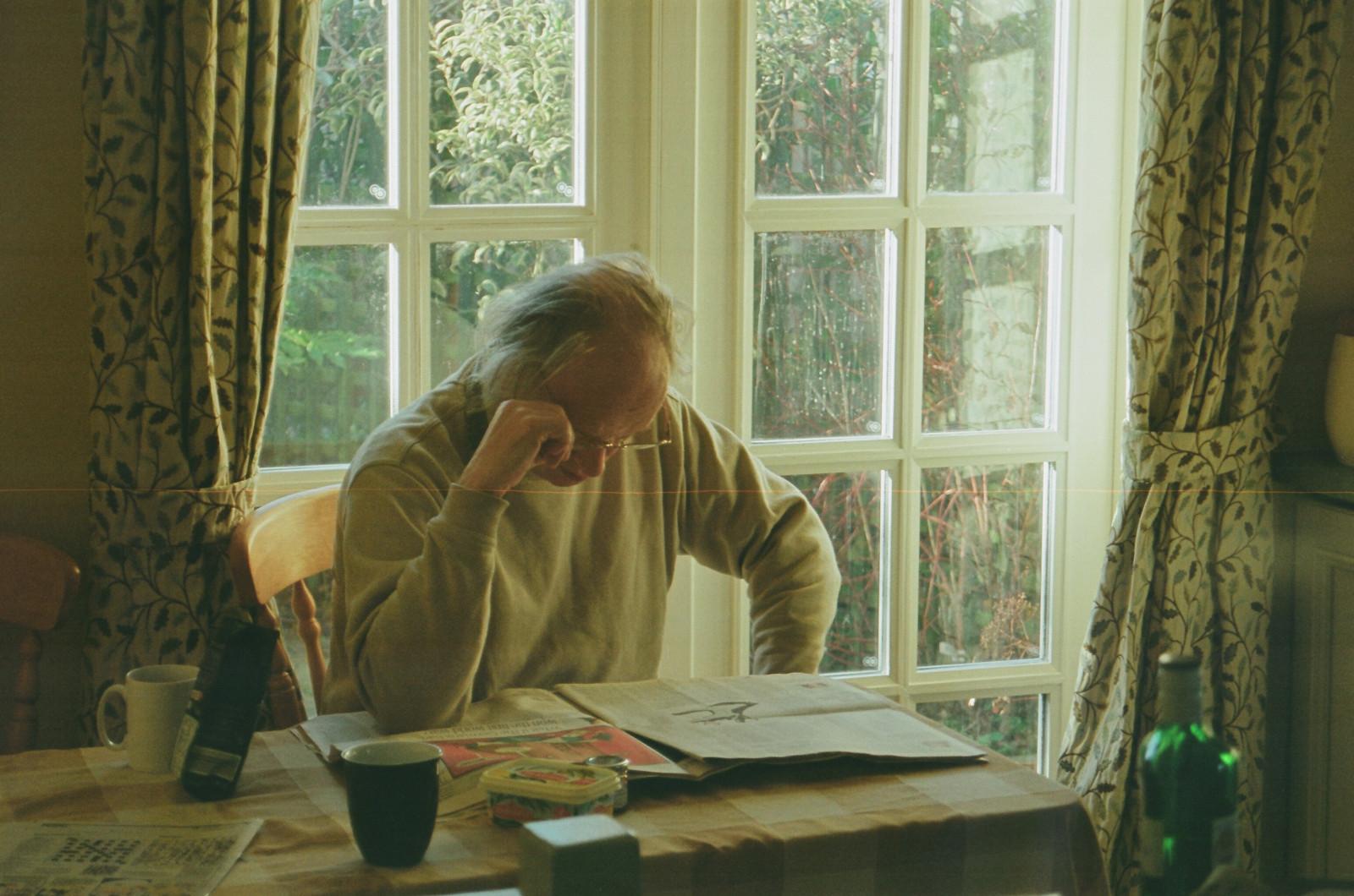 Fondos de pantalla : retrato, ventana, jardín, gafas, sentado ...