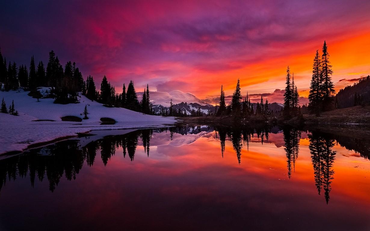 Cielo Rosso Di Notte.Sfondi Alberi Paesaggio Colorato Foresta Montagne Tramonto