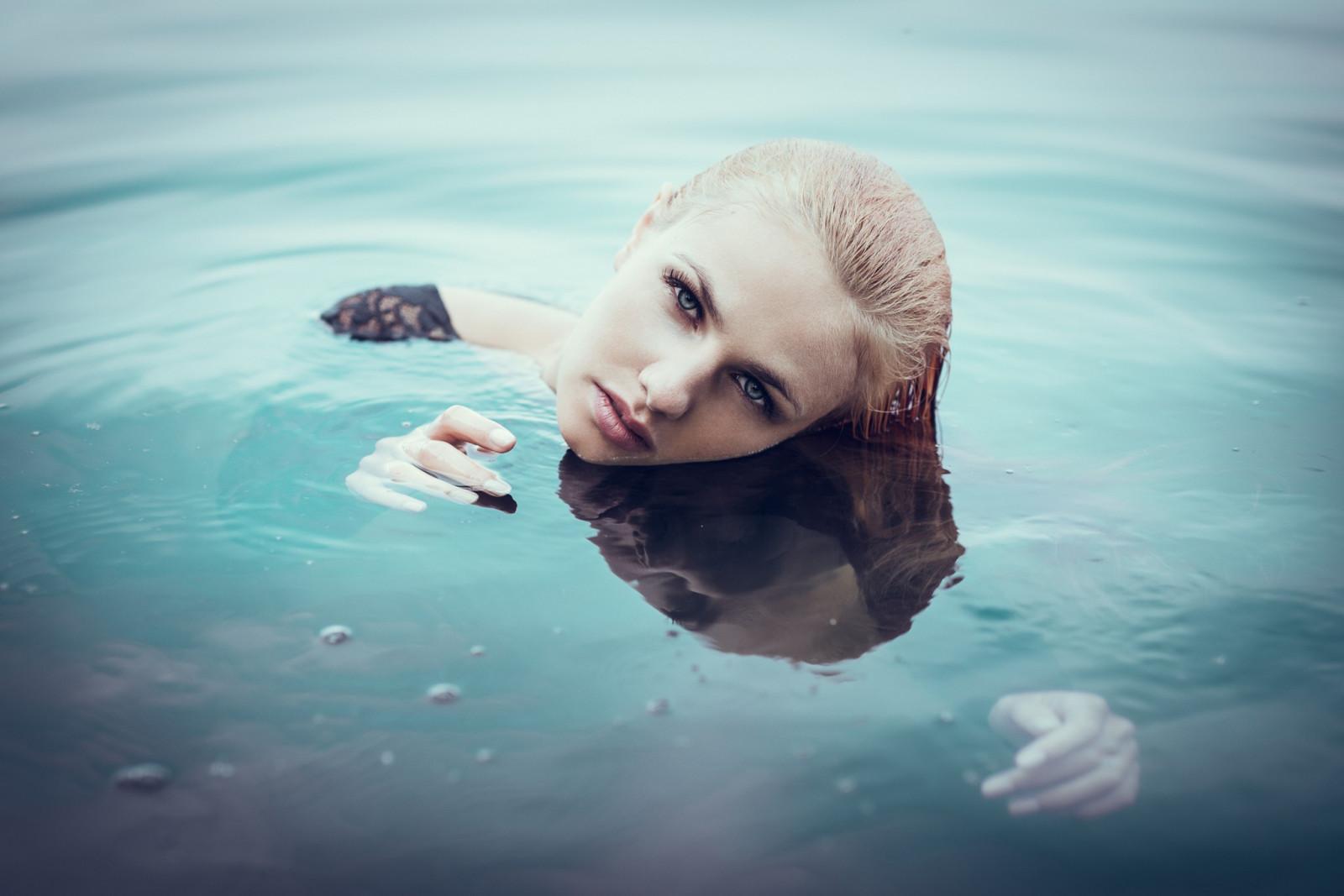 foto-blondinok-pod-vodoy-trah-bstra-seks