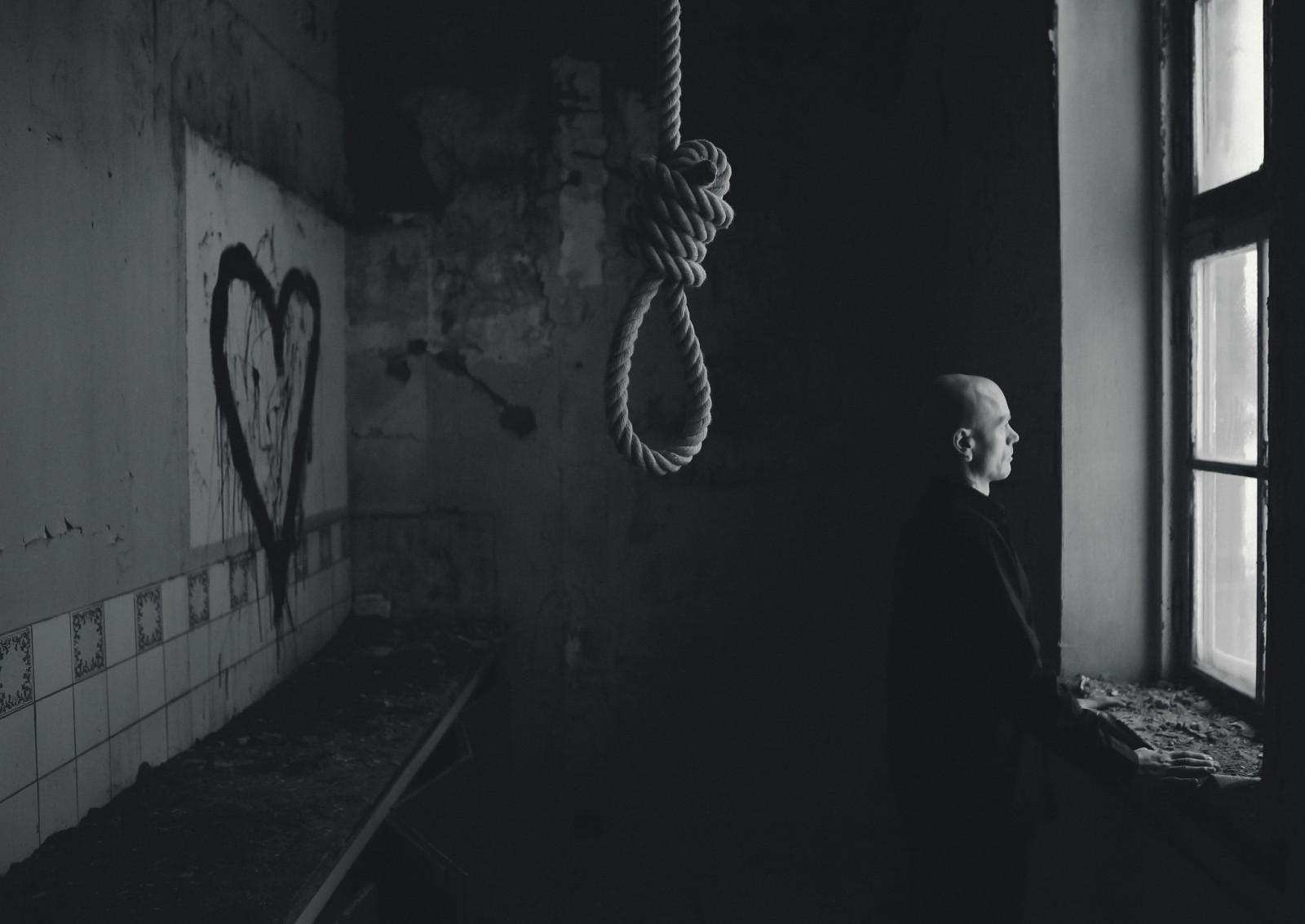 배경 화면 : 자살, 남자, 어두운, 우울한, 창문 2048x1451 - WallpaperManiac ...