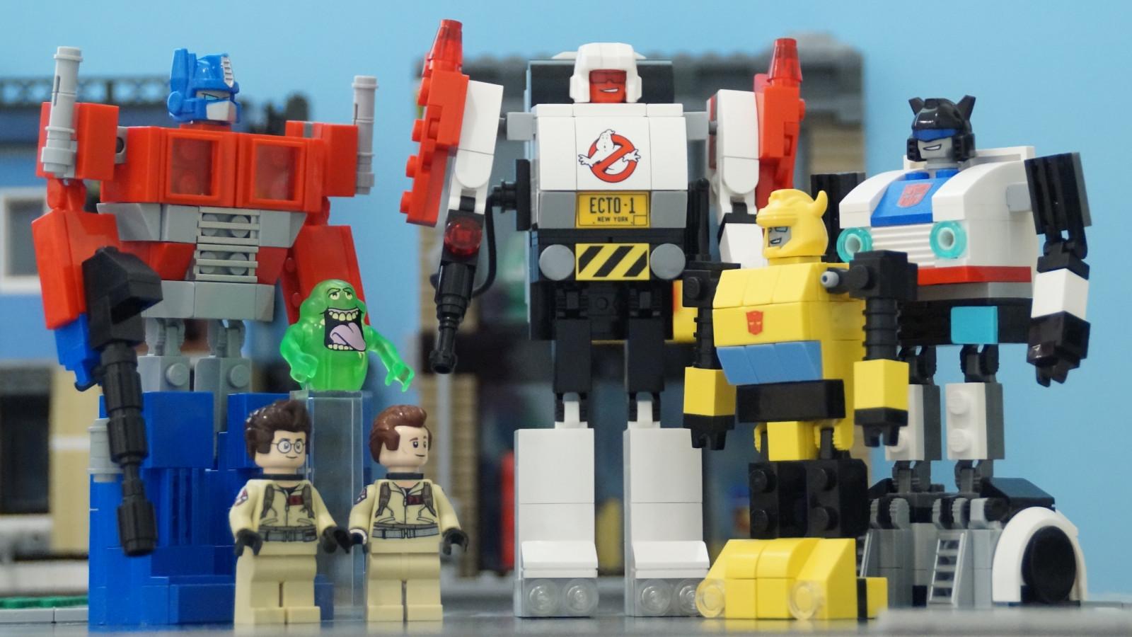 Sfondi giocattoli robot trasformatori cartone animato
