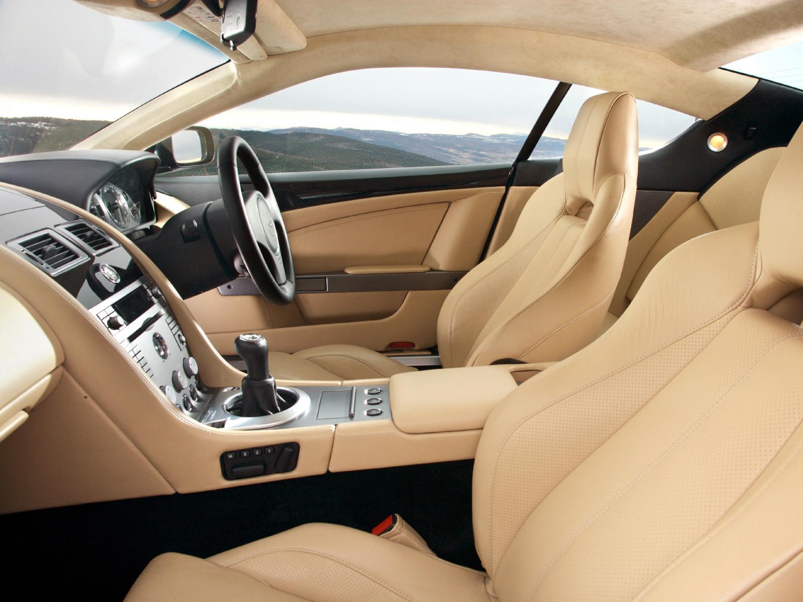fond d 39 cran int rieur v hicule voiture de sport compteur de vitesse aston martin sedan. Black Bedroom Furniture Sets. Home Design Ideas