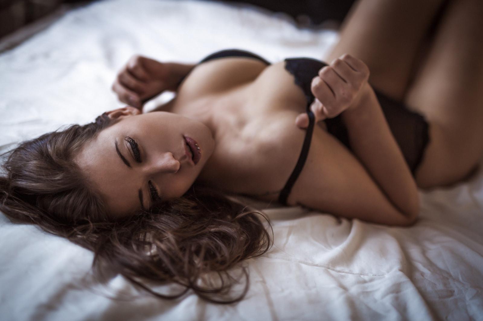Сексуальные девушки на кровати, Голые в постели и на кровати - фото голых девушек 7 фотография
