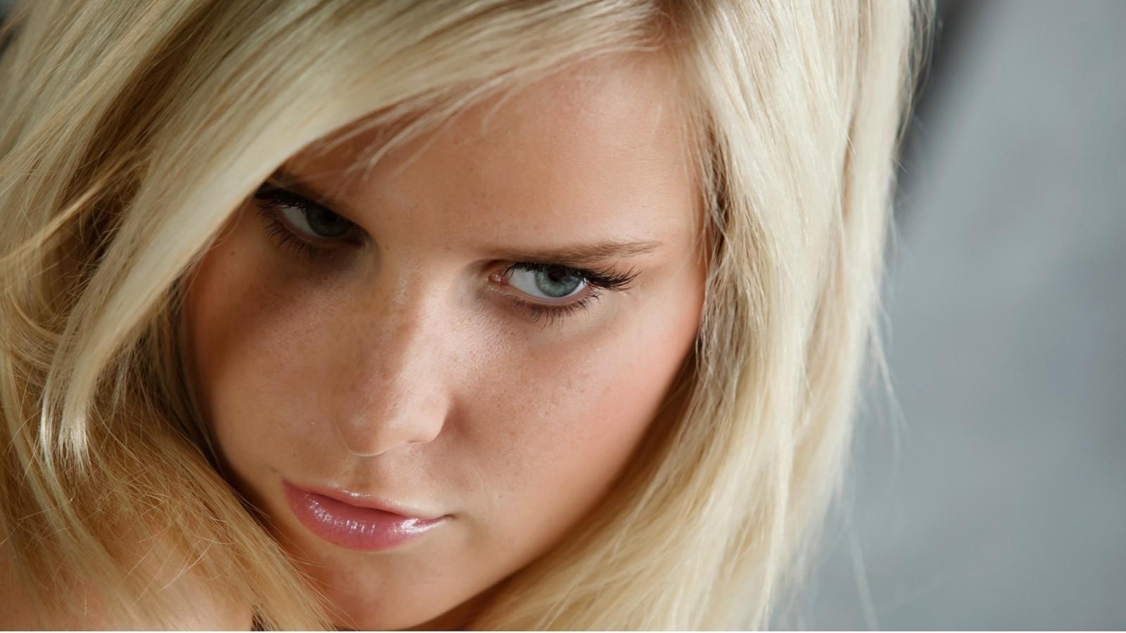 Blond teen porn