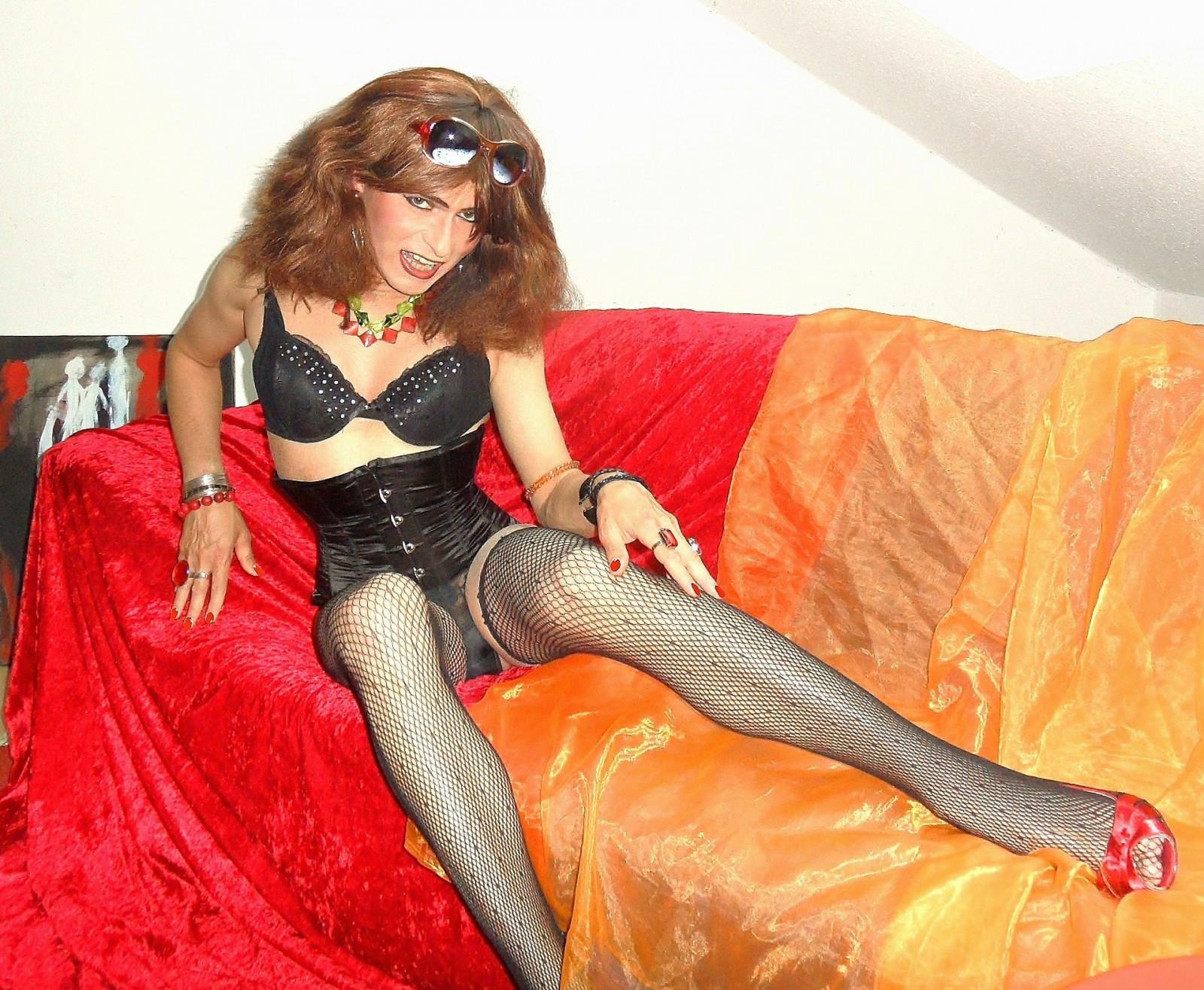 skolko-stoit-chas-transvestita-domashnee-russkoe-porno-s-ocharovatelnoy-blondinochkoy