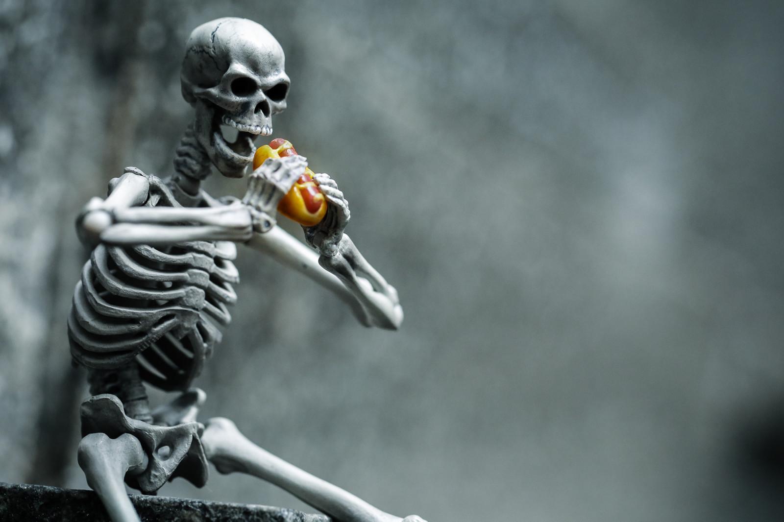 Марта открытки, прикольные картинки на аву скелеты