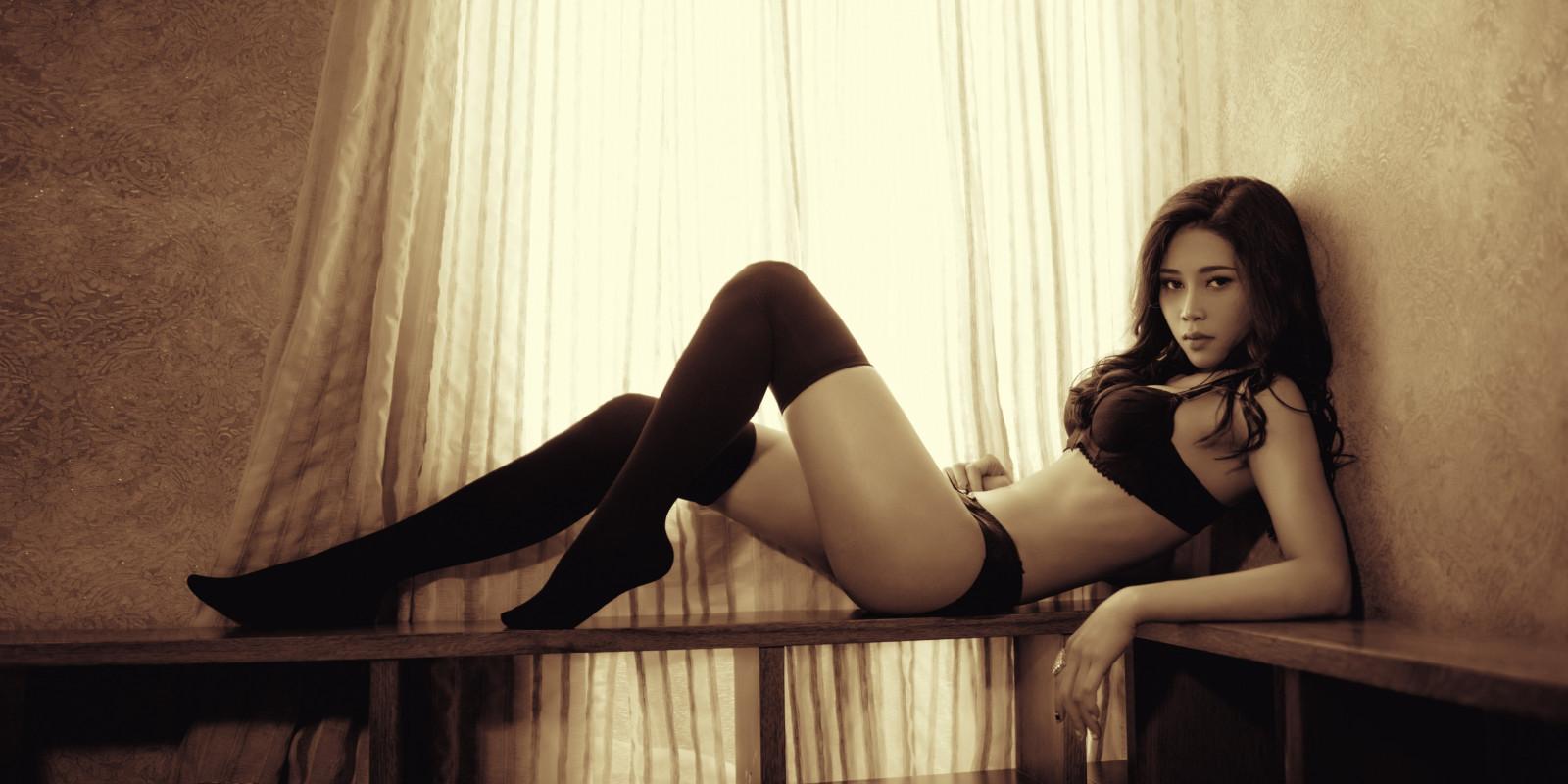asian-stocking-girl