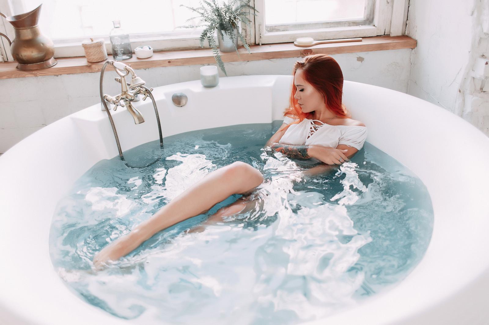 Секс студентов в ванной рыжая, трахаться в пещере
