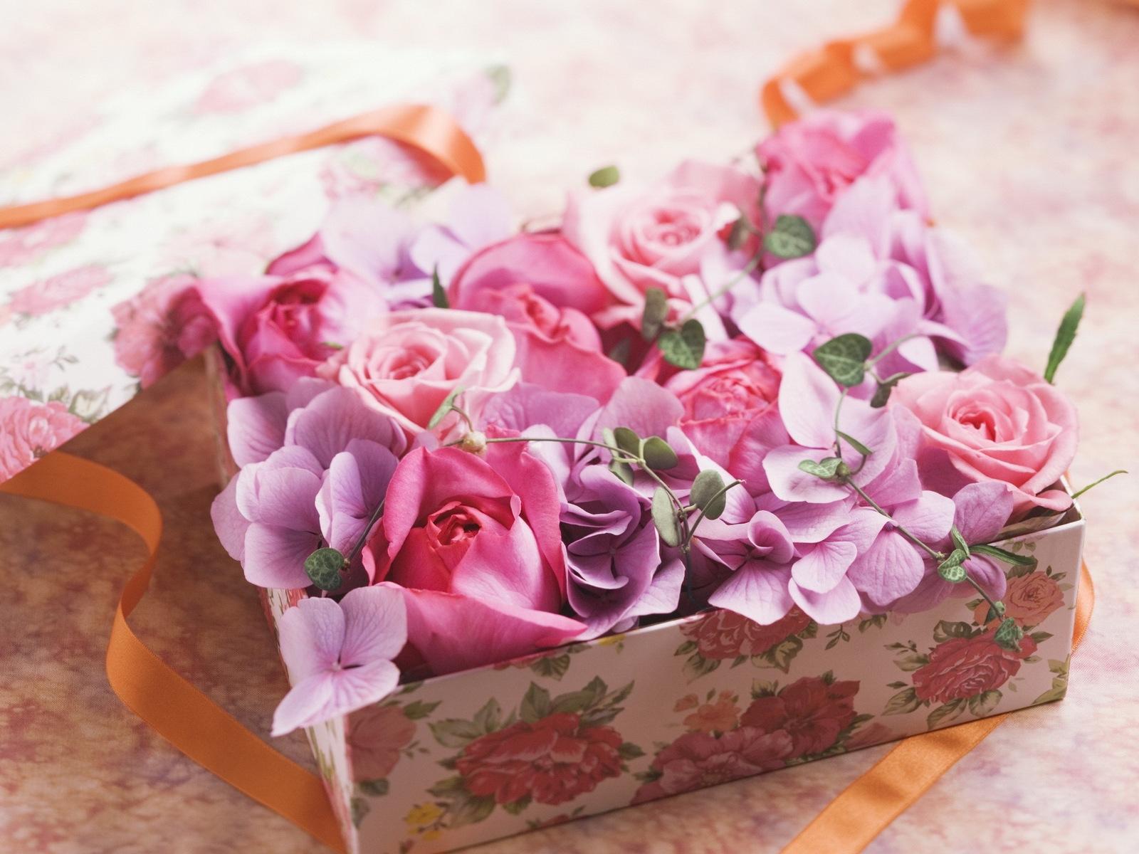 вкус картинки с днем рождения с подарком и букетом еще