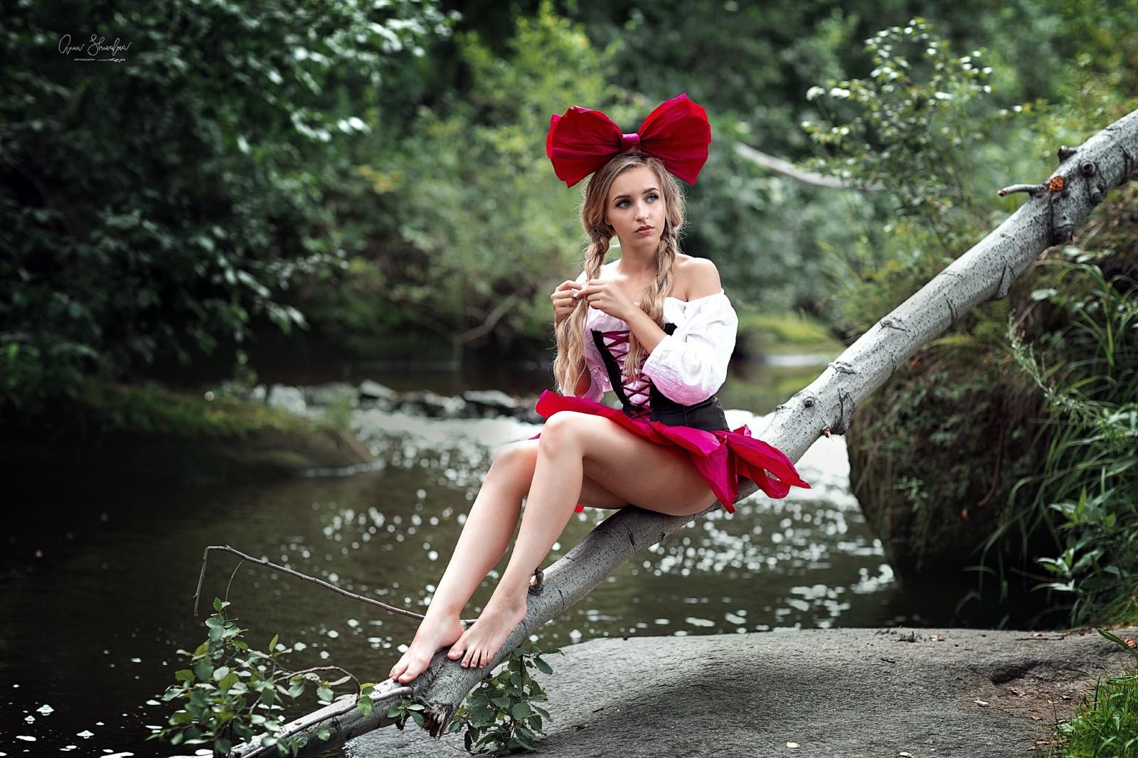 https://c.wallhere.com/photos/1e/70/women_model_blonde_long_hair_braids_braided_hair_looking_away_bare_shoulders-1590029.jpg!d