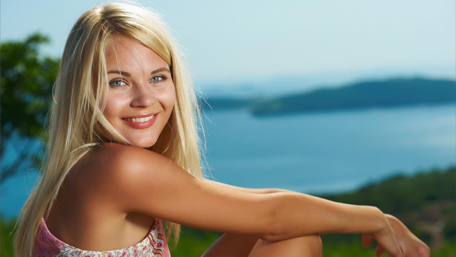 Wallpaper Face Model Blonde Long Hair Blue Eyes: Wallpaper : Face, Women Outdoors, Blonde, Long Hair, Blue
