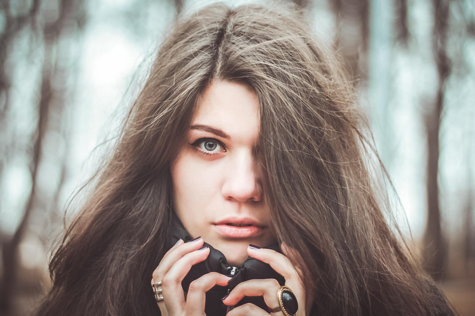 dlouhé vlasy masáže bruneta