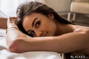 Frech Latina Eliza Ibarra wackelt Runde Arsch in POV
