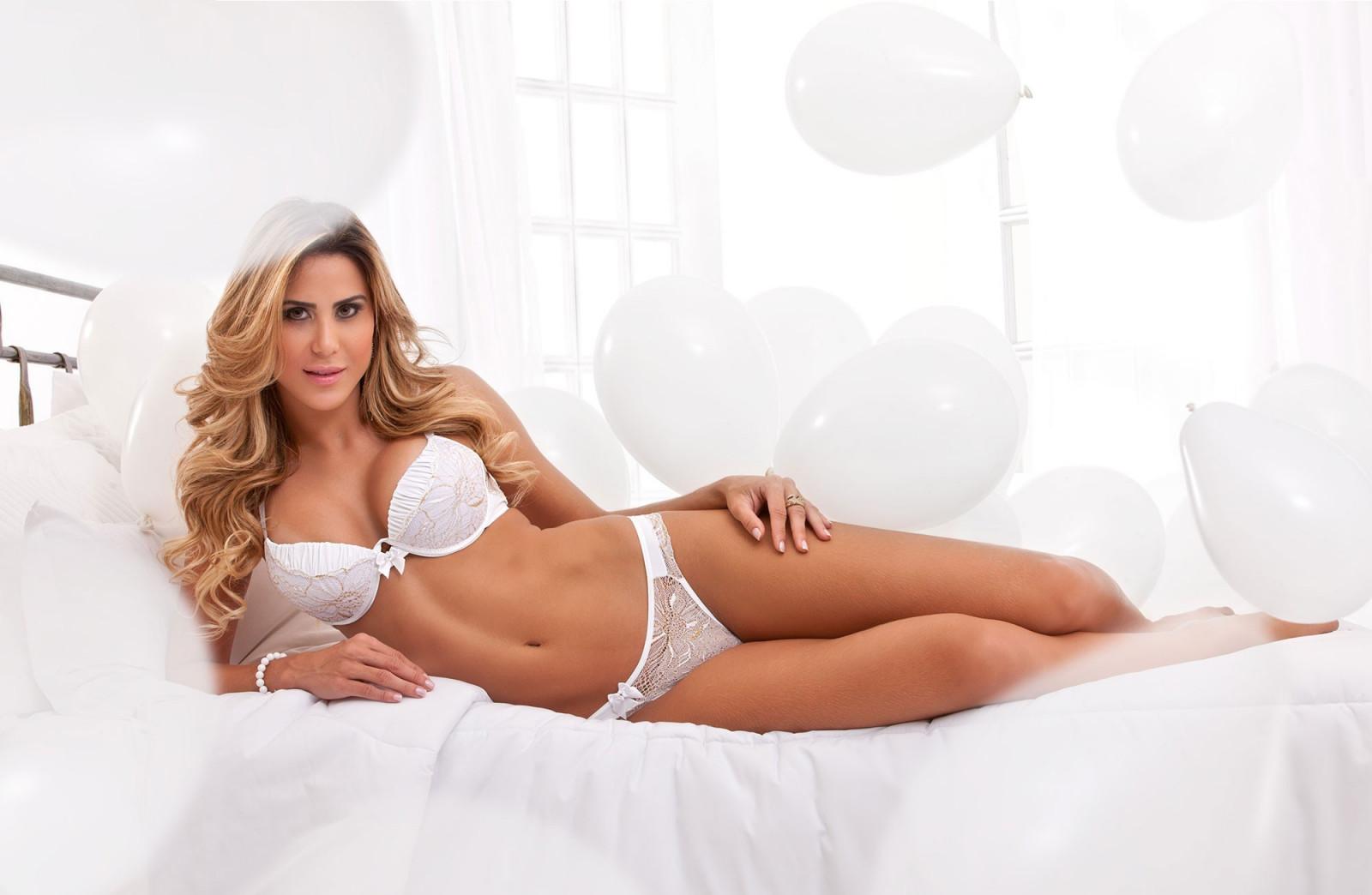 Блондинки в белом белье фото, самое сексуальное женское лакомства видео