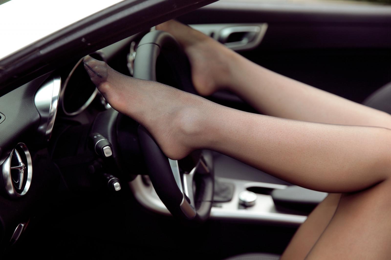 часть фото женщин в чулках в машине посмотреть ролики как