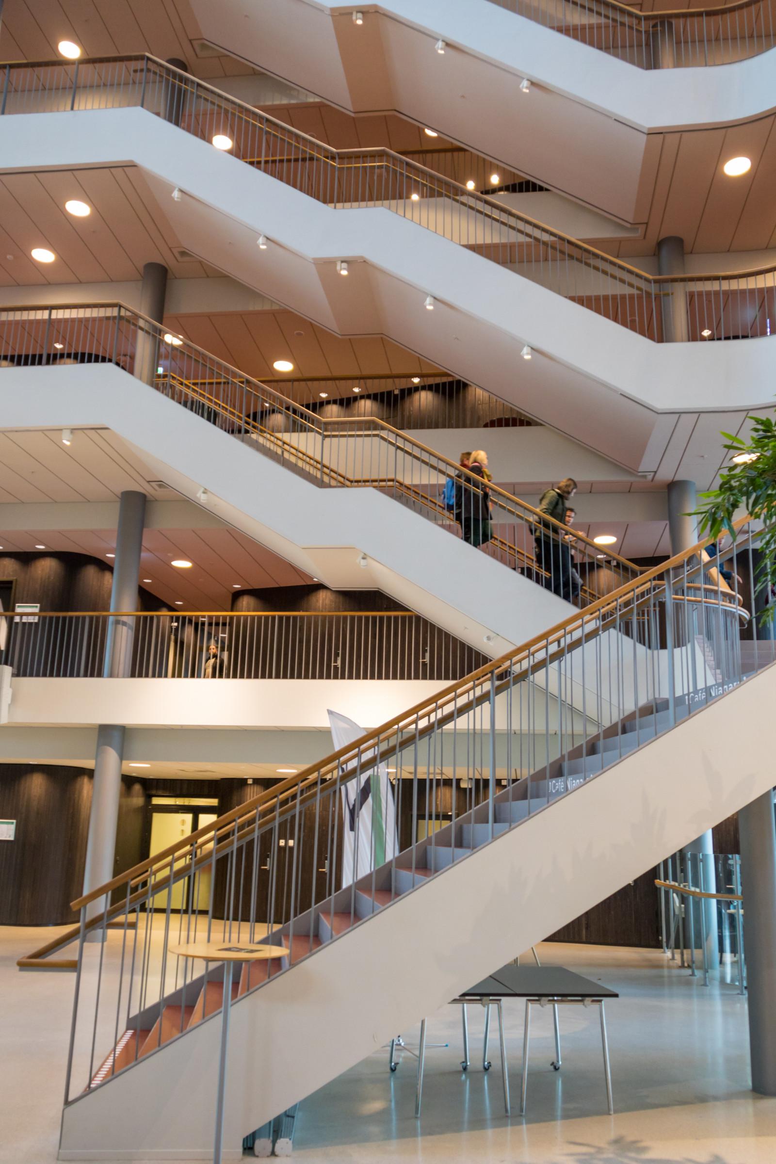 Fondos de pantalla arquitectura edificio escalera for Diseno de iluminacion de interiores