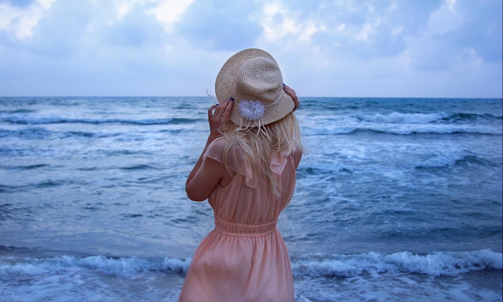 блондинка на море мне было