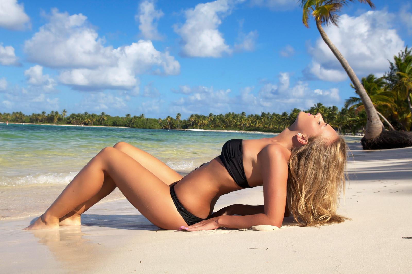 free-bikini-desktop-wallpapers-tits-ass