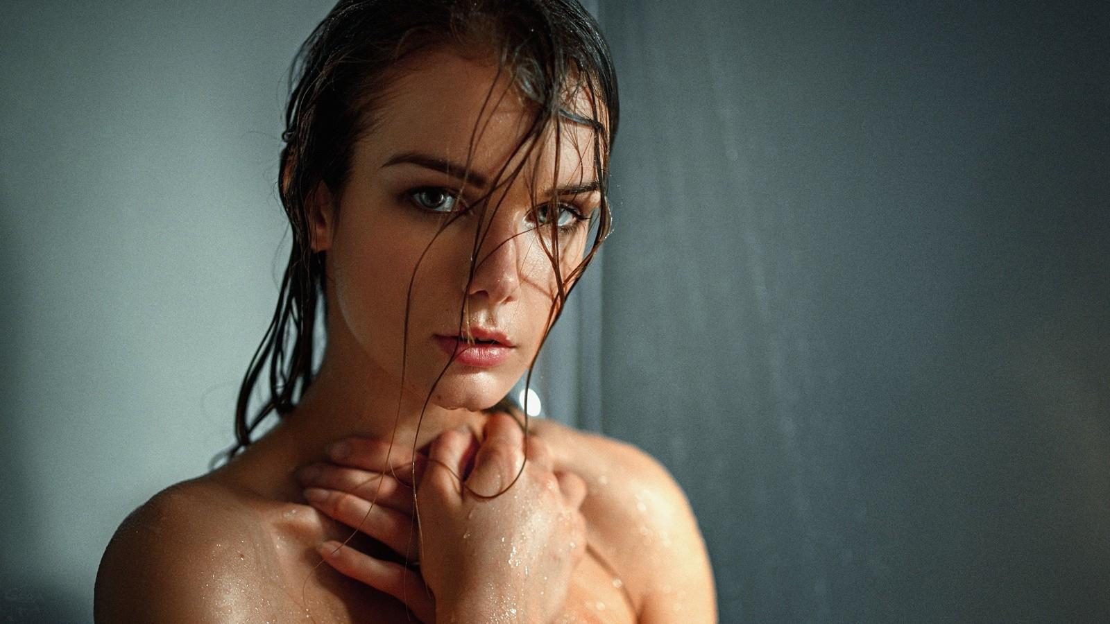мол обворожительные женщины фото мокрые фар дворе