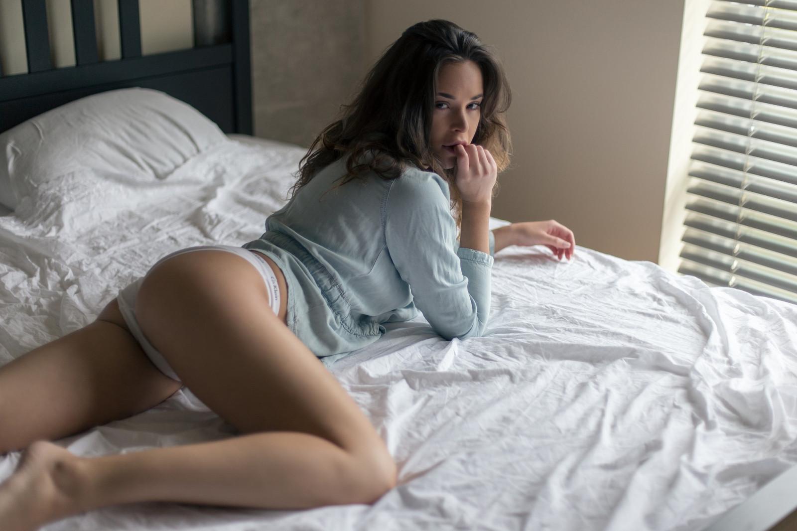 Порно фильмы посмотреть видео как девка ссытся в постели толстую