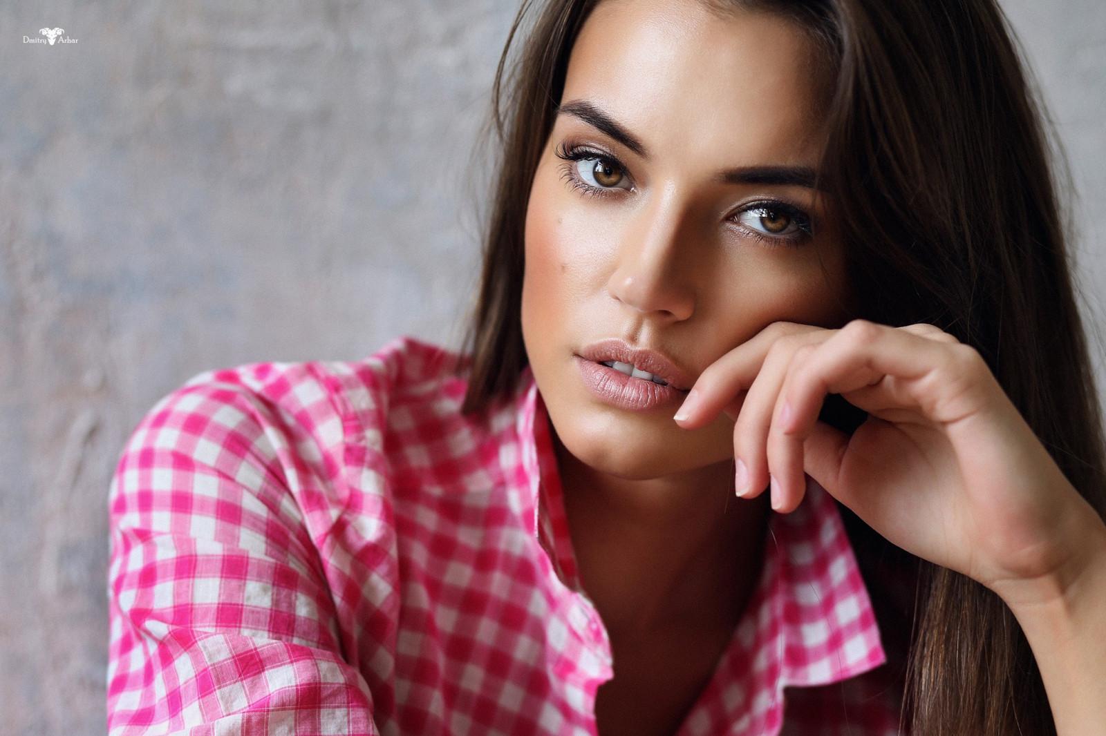 Desktop wallpaper woman model, brunette, beautiful smile