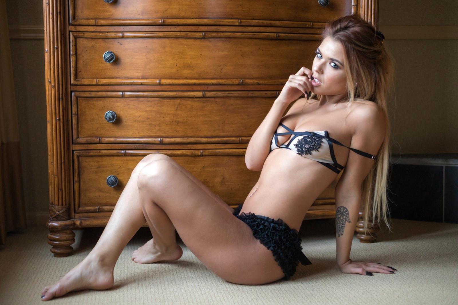 сексуальные молодые модели
