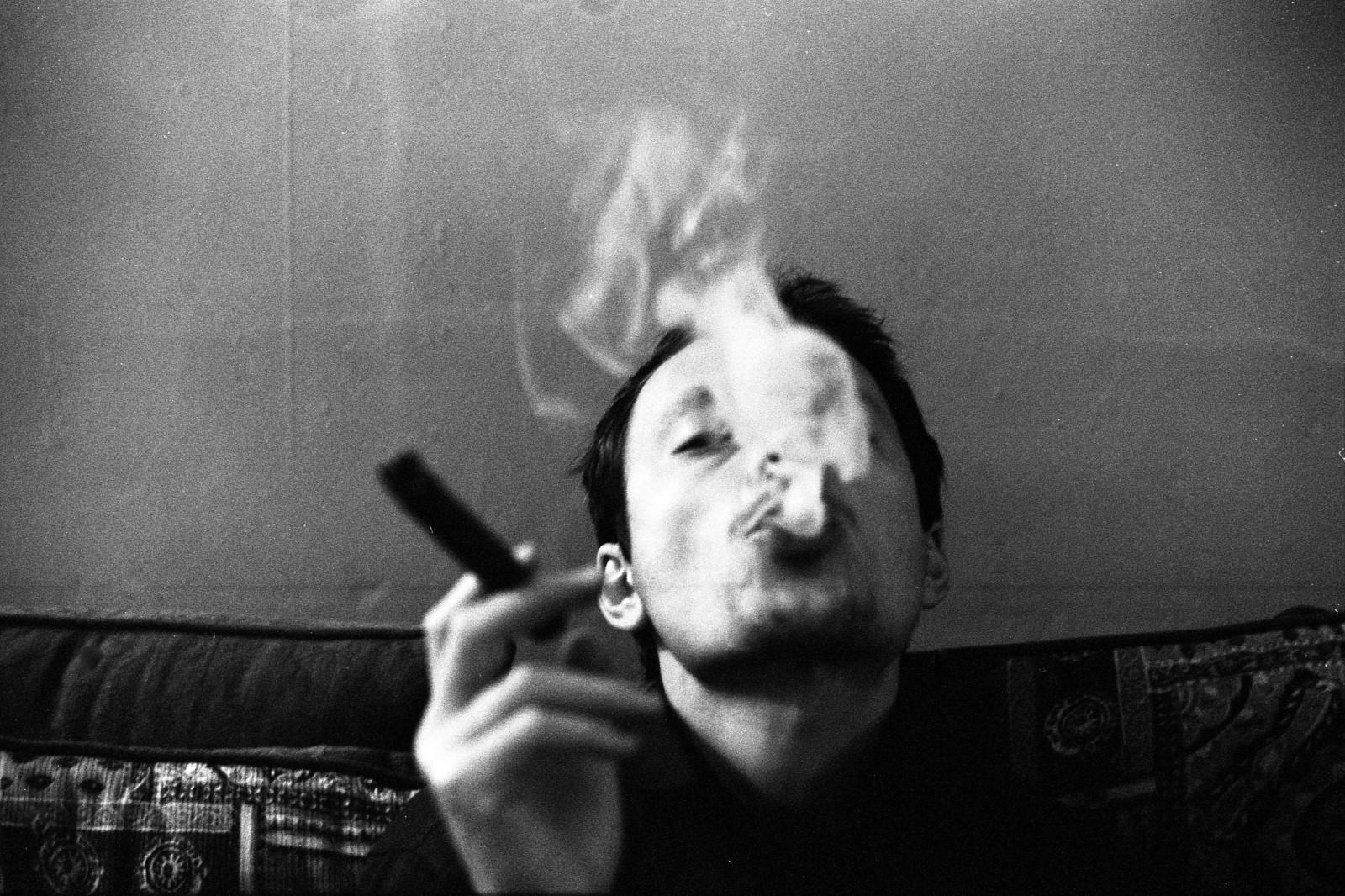 Facebook bílý kouření