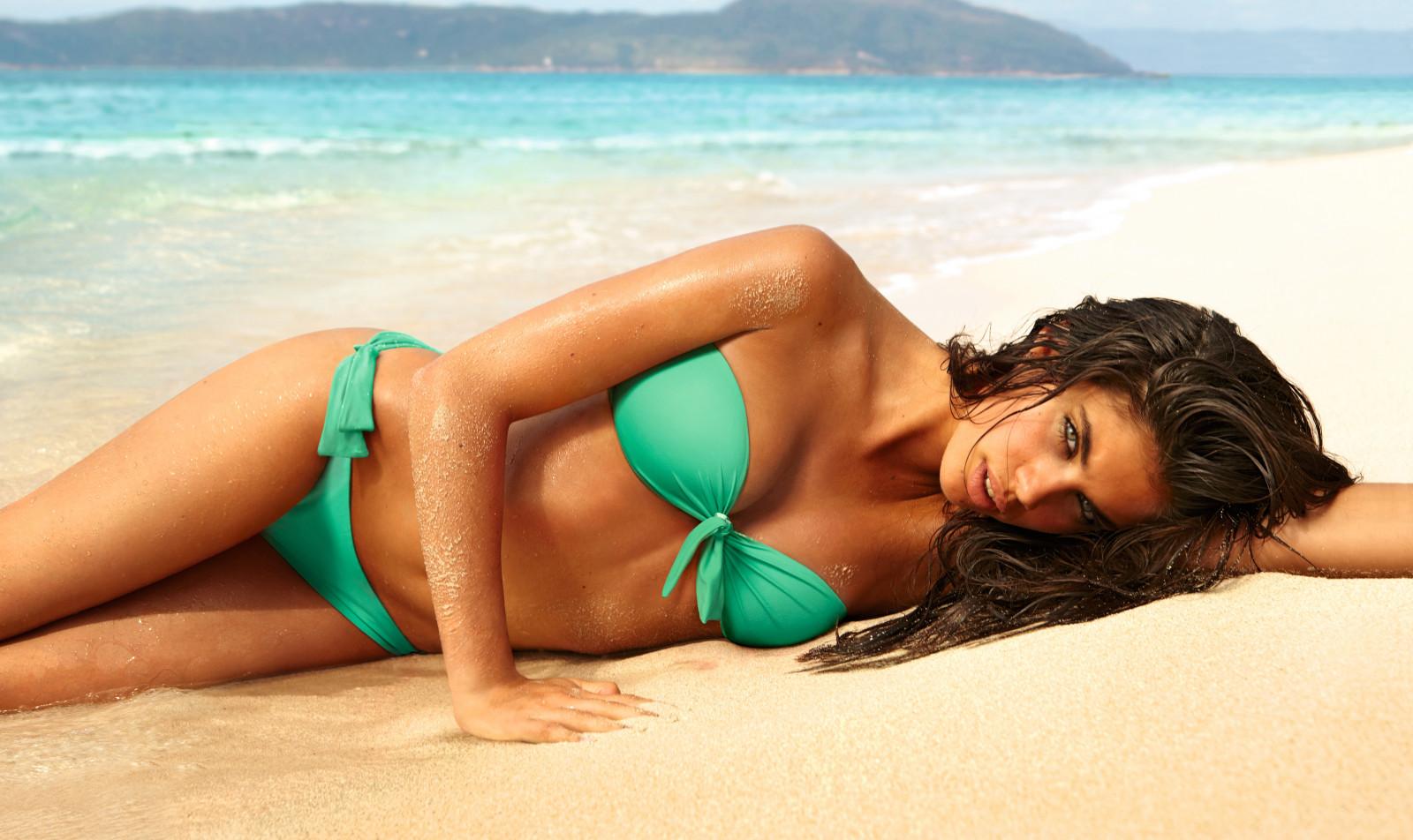 bikini-model-beach-pictures