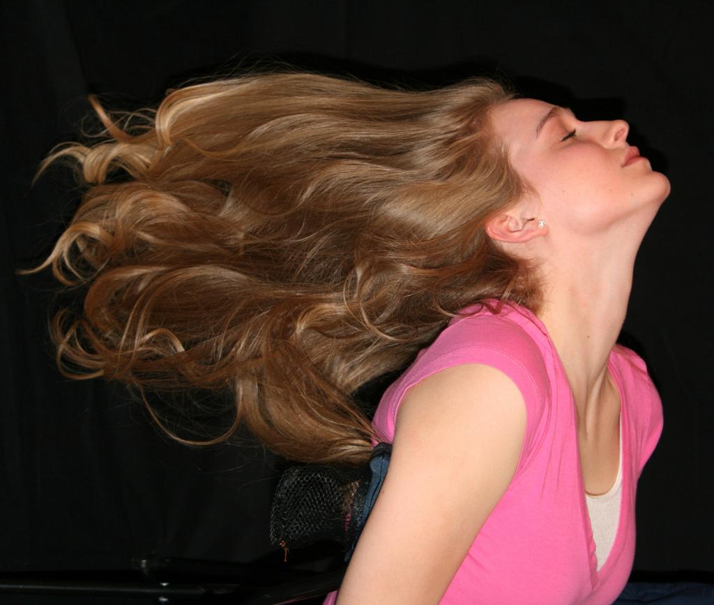 pitkät hiukset lutka luiseva