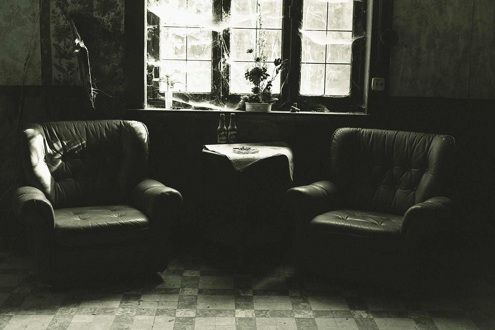 Fondos de pantalla antiguo monocromo ventana interior for Casa elegante en mal estado